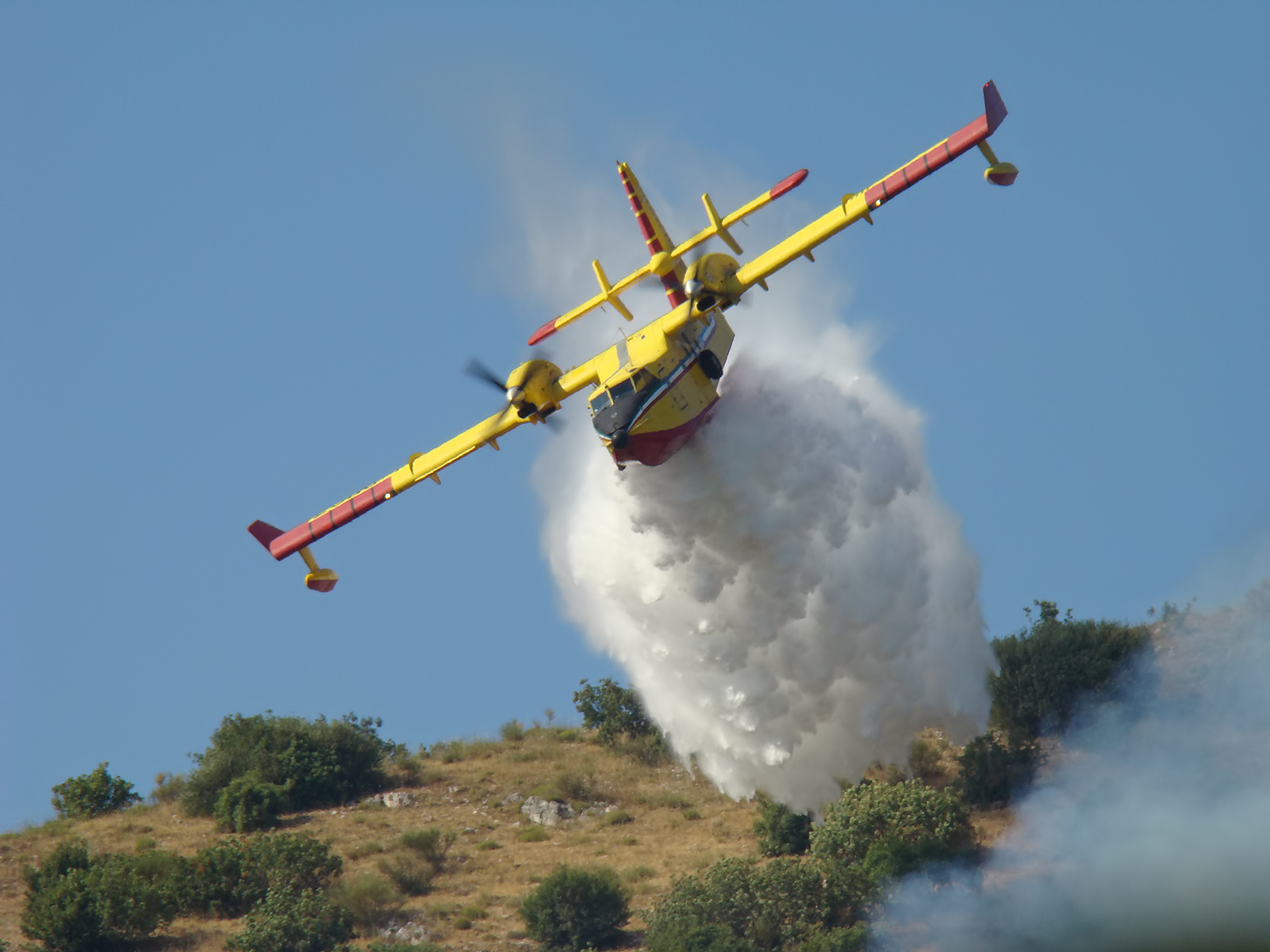 CL-415 Waterbomber in action